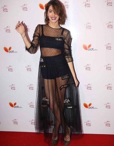 Martina Stoessel (Violetta): abito trasparente: si vede...FOTO