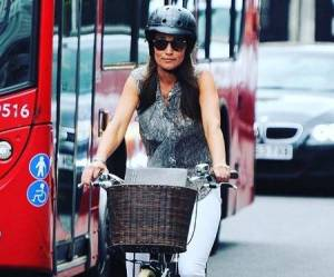 Kate Middleton, sorella Pippa in bici e... anello in vista FOTO
