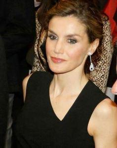 Letizia Ortiz total black: semplice ed elegante FOTO