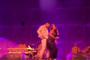 Rihanna seduce Drake: balletto piccante a Manchester VIDEO