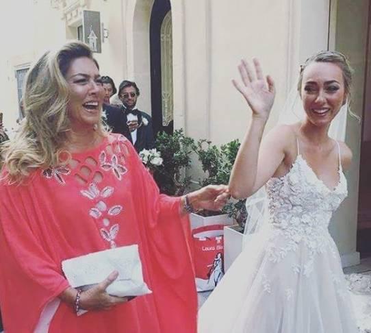 Romina Power, abito rosso alle nozze di Cristel: la stilista è...