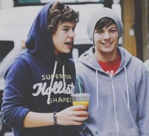 Harry Styles e Louis Tomlinson stanno insieme? Il gesto che spiazza