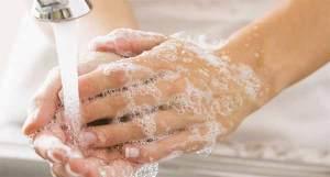 Antibiotici, lavarsi le mani è più importante. Ecco come va fatto
