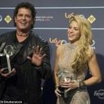 Shakira, abito color carne con ricami argentati alla premiazione FOTO