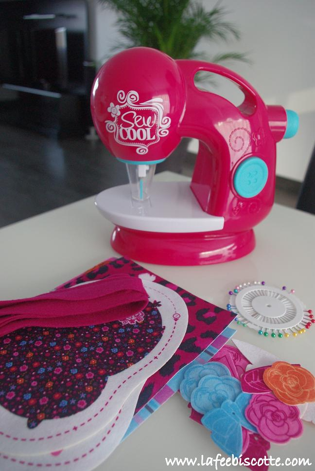 Apprendre coudre avec la machine sew cool la f e biscotte for Apprendre coudre a la machine