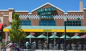 Lakewood Restaurant Owners Offer Help to Former Quaker Steak & Lube Employees