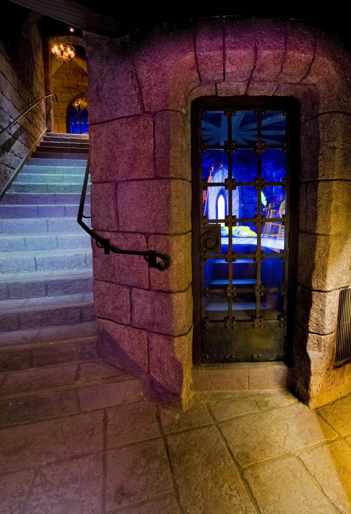 Iphone X Inside Wallpaper Hd What S Really Inside The Castle At Disneyland Los