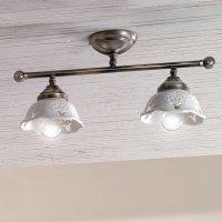 Zwei- und dreiflammige Deckenlampe im Landhausstil