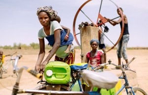 Barry Aliman, 24 years old, bicycles with her baby to fetch water for her family, Sorobouly village near Boromo, Burkina Faso. Ollivier Girard/CIFOR