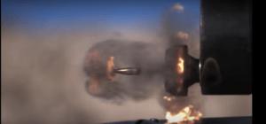 La perfecta sincronización de un avión de guerra y su metralleta en cámara lenta (VIDEO)