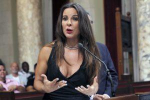 Impugna Kate del Castillo 'candado' contra independientes en Edomex