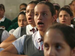 Proponen cambiar letra del Himno Nacional por promover la violencia