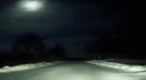 Automovilista graba meteorito surcando el cielo del norte de Rusia (VIDEO)