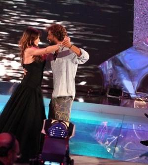 Foto di Alba Parietti e Thyago Alves mentre ballano durante la finale dell'Isola