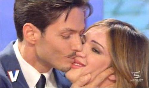 Foto di Piersilvio Berlusconi mentre bacia Silvia Toffanin