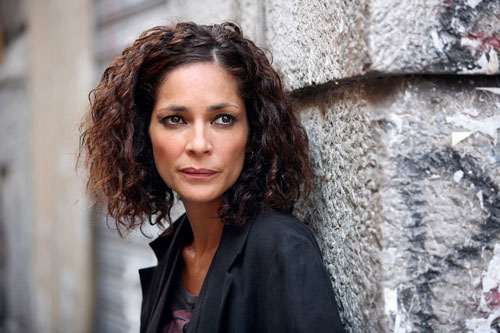 Foto Simona Cavallari interpreta Claudia Mares
