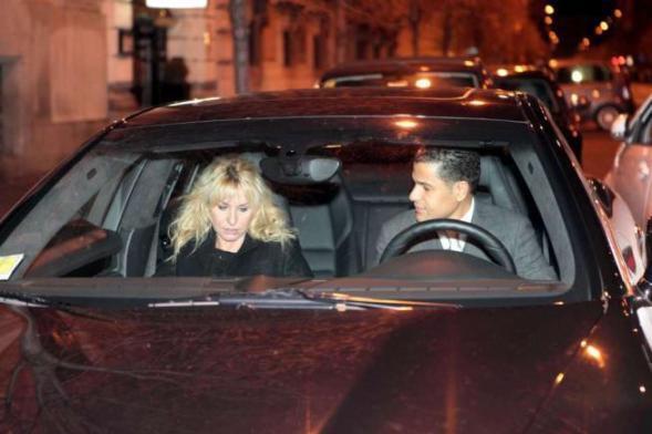 Antonella Clerici in macchina