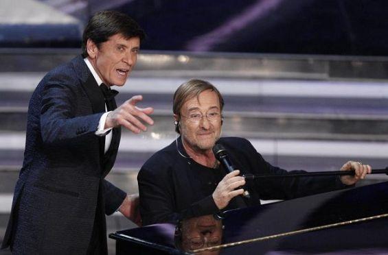 Lucio Dalla al piano