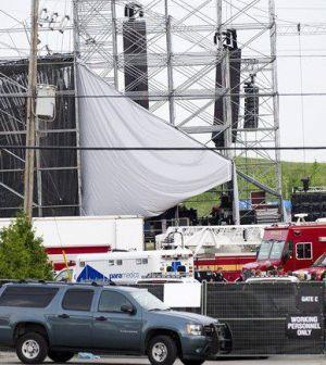 Il palco crollato che doveva ospitare il concerto dei Radiohead a Toronto