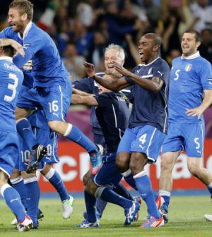 foto-esultanza-italia-dopo-i-rigori-contro-l-inghilterra-euro-2012