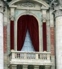 foto della loggia delle benedizioni della basilica di san pietro