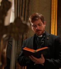 L'attore Claudio Gioè interpreta Padre Gabriel