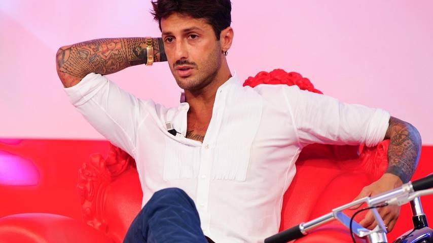 Fabrizio Corona torna in tv al Costanzo Show: Belen mi è