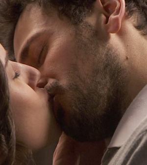 foto il segreto bacio aurora e conrado