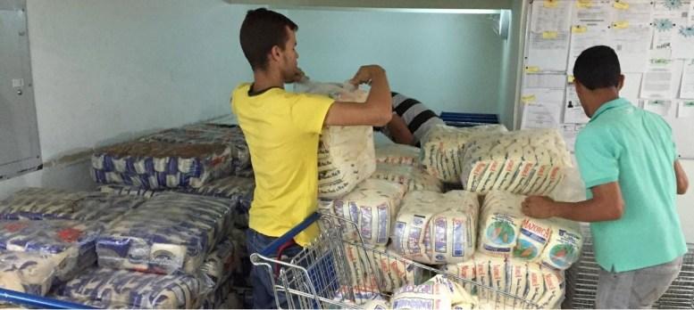 Pasta, arroz y azúcar, importados de Brasil, han sido trasladados por tierra hasta Ciudad Guayana