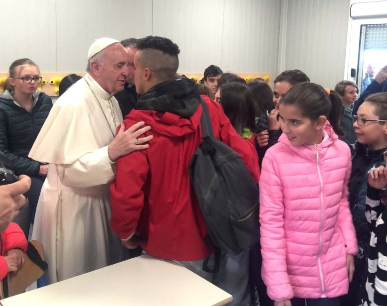 2016-10-04T094841Z_1976947034_S1BEUEZYOFAA_RTRMADP_3_ITALY-QUAKE-POPE