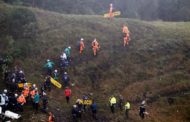 Rescue crew work near the wreckage from a plane that crashed into Colombian jungle with Brazilian soccer team Chapecoense, seen near Medellin, Colombia, November 29, 2016. REUTERS/Fredy Builes