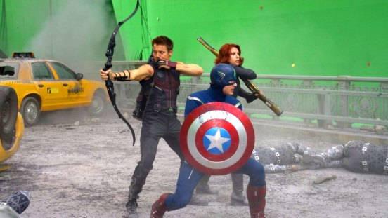 Fotograma de la película 'Los vengadores' con un croma de fondo. Imagen tomada de filmmakeriq.com