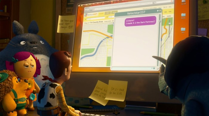 A la izquierda, peluche de Totoro en un frame de la película 'Toy Story 3'.