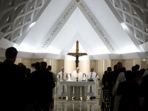 Papa Francesco celebra la messa in Santa Marta