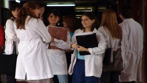 La cantidad de aspirantes a postgrados médicos ha bajado en los últimos 15 años