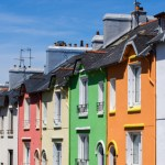 Maisons colores dans une rue de Brest