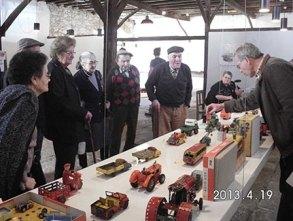 Visita à exposição do brinquedo, Cem Soldos