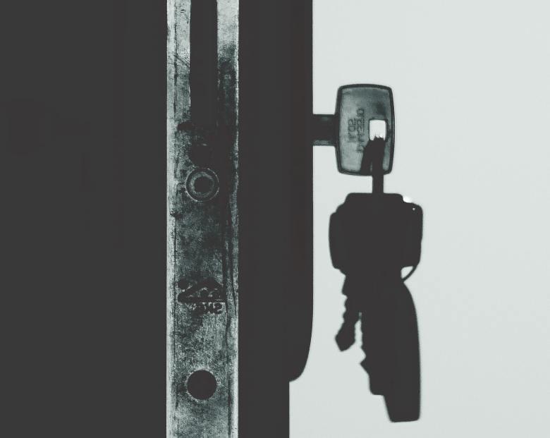 black-and-white-dark-keys-792031