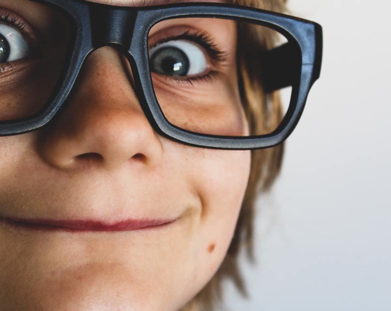close-up-eyeglasses-eyes-1105191