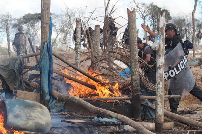 """Operativos contra minería ilegal en """"La Pampa"""". Foto: Andina"""