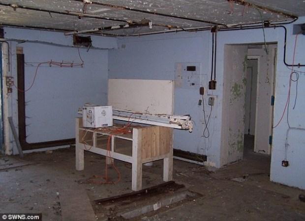 Un bunker transform compl tement en habitation la terre du futur - Conteneur transforme en habitation ...