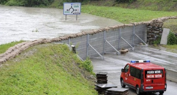 Un mur unique pour r sister aux inondations a t fabriqu en autriche en 2013 la terre du futur for Barriere anti inondation belgique