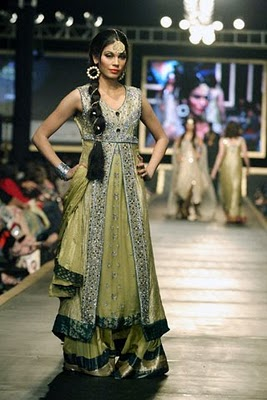 Bridal collection by Deepak Parwani7-Latestasianfashions.com