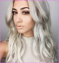 Diaprevatlum Blonde Hair With Dyed Tips Of Hair Color ...
