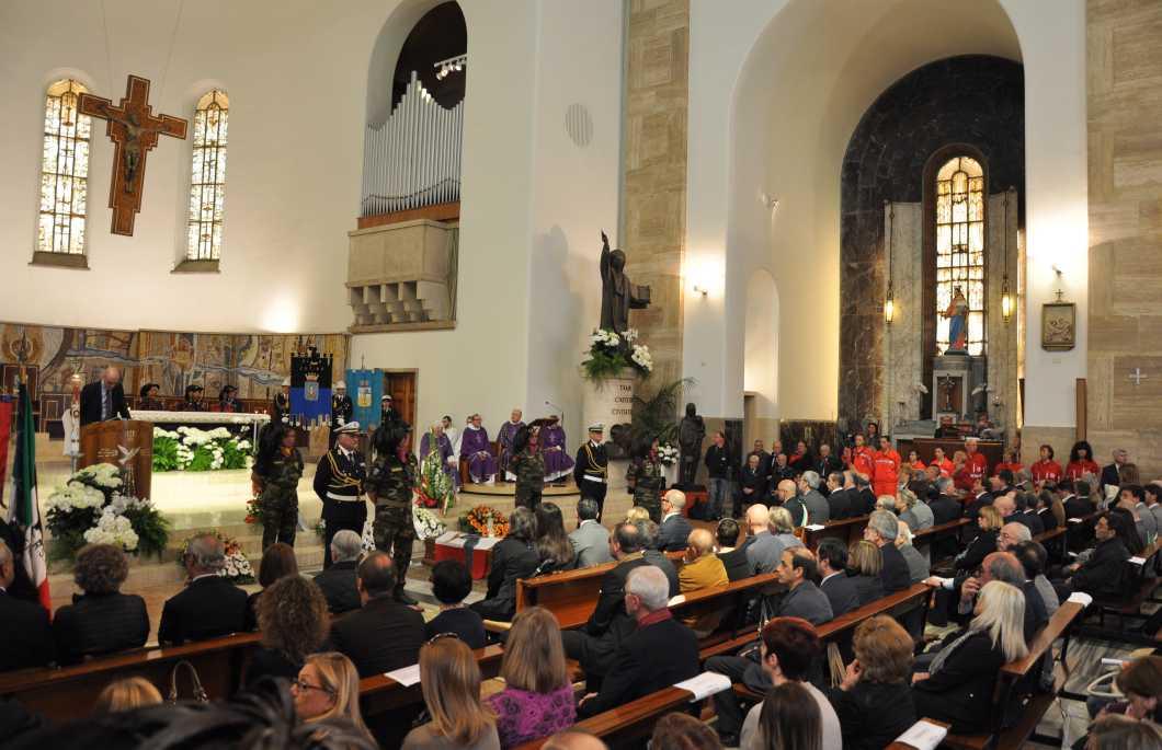 funerale-ajmone-finestra-foto-marco-cusumano-67464544