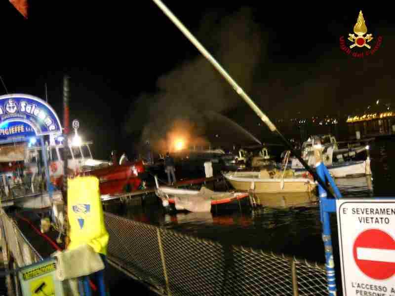 incendio yacht a  Gaeta 1