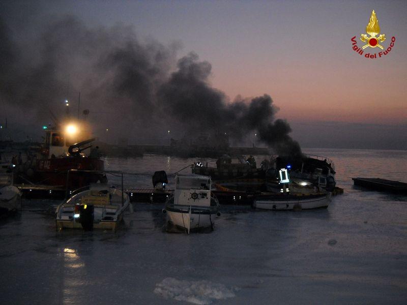incendio yacht a  Gaeta 4