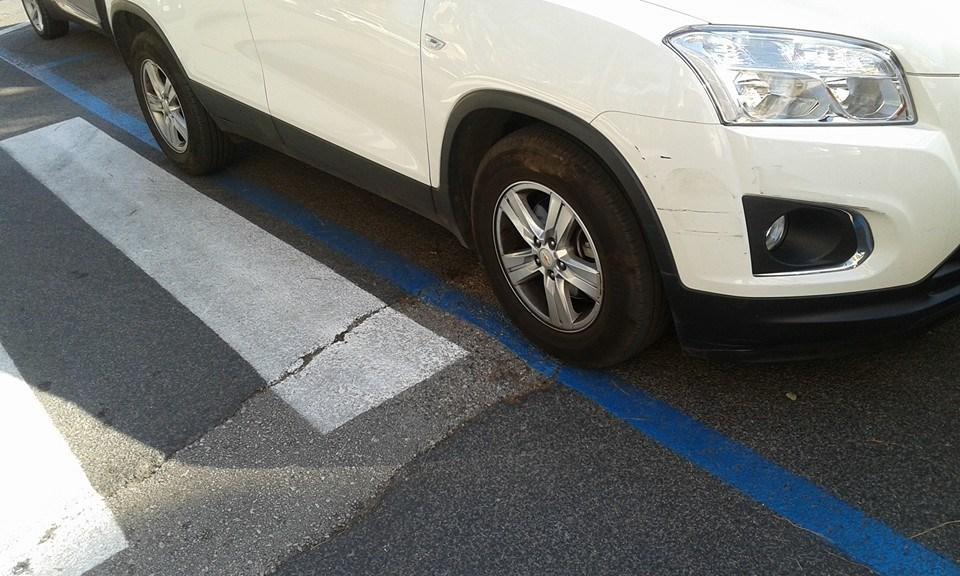 strisce-blu-piazza-buozzi-latina-2
