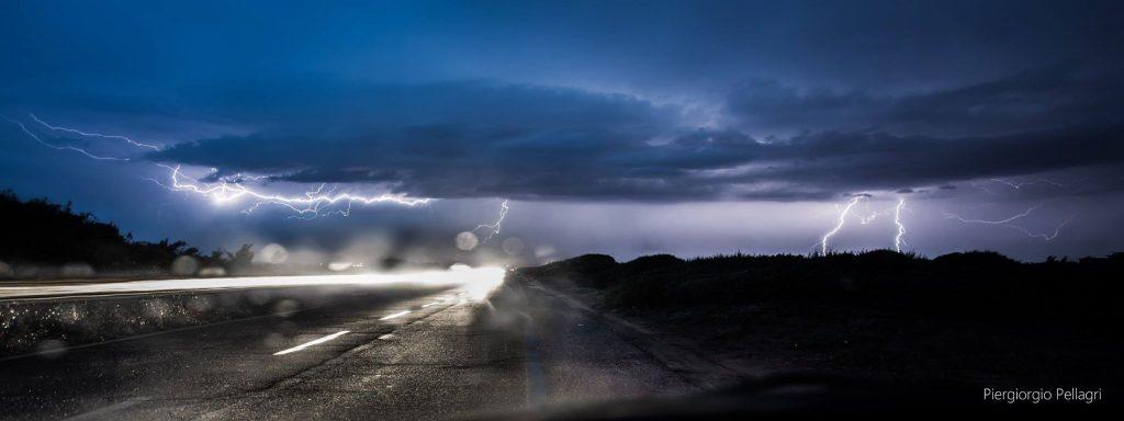 fulmini-mare-lido-latina-pioggia