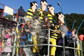 FOTO Sermoneta, il Carnevale colora Monticchio: 5 carri per la sfilata